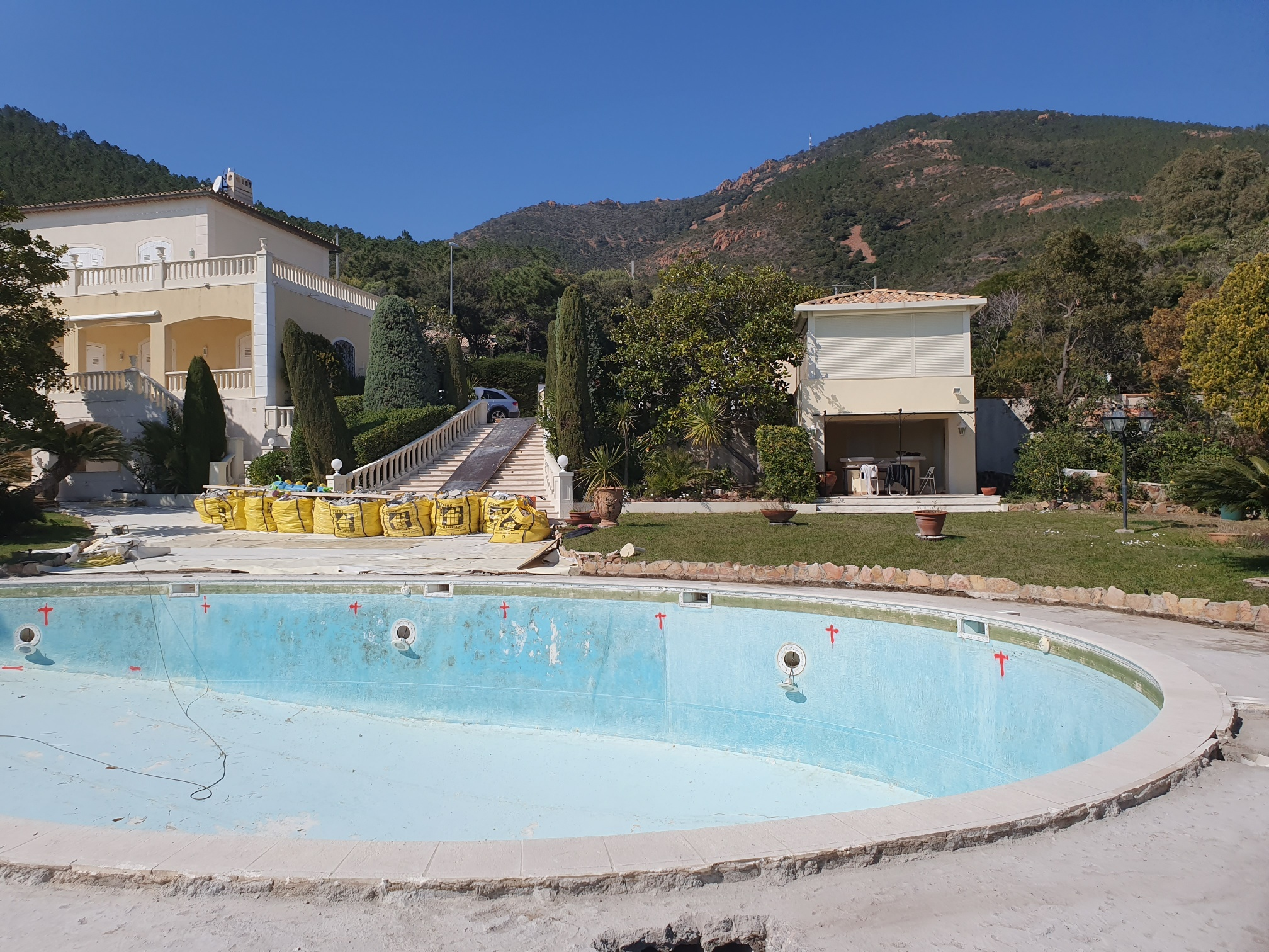 02-renovation-piscine-theoume-sur-mer